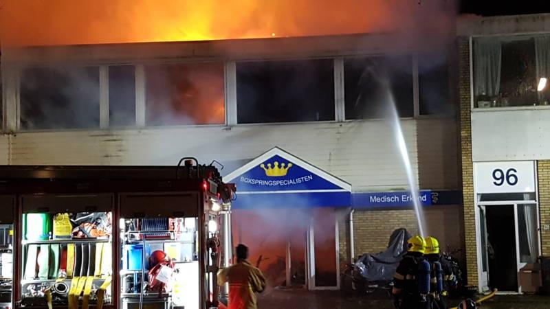 Grote brand in Badhoevedorp, woningen ontruimd