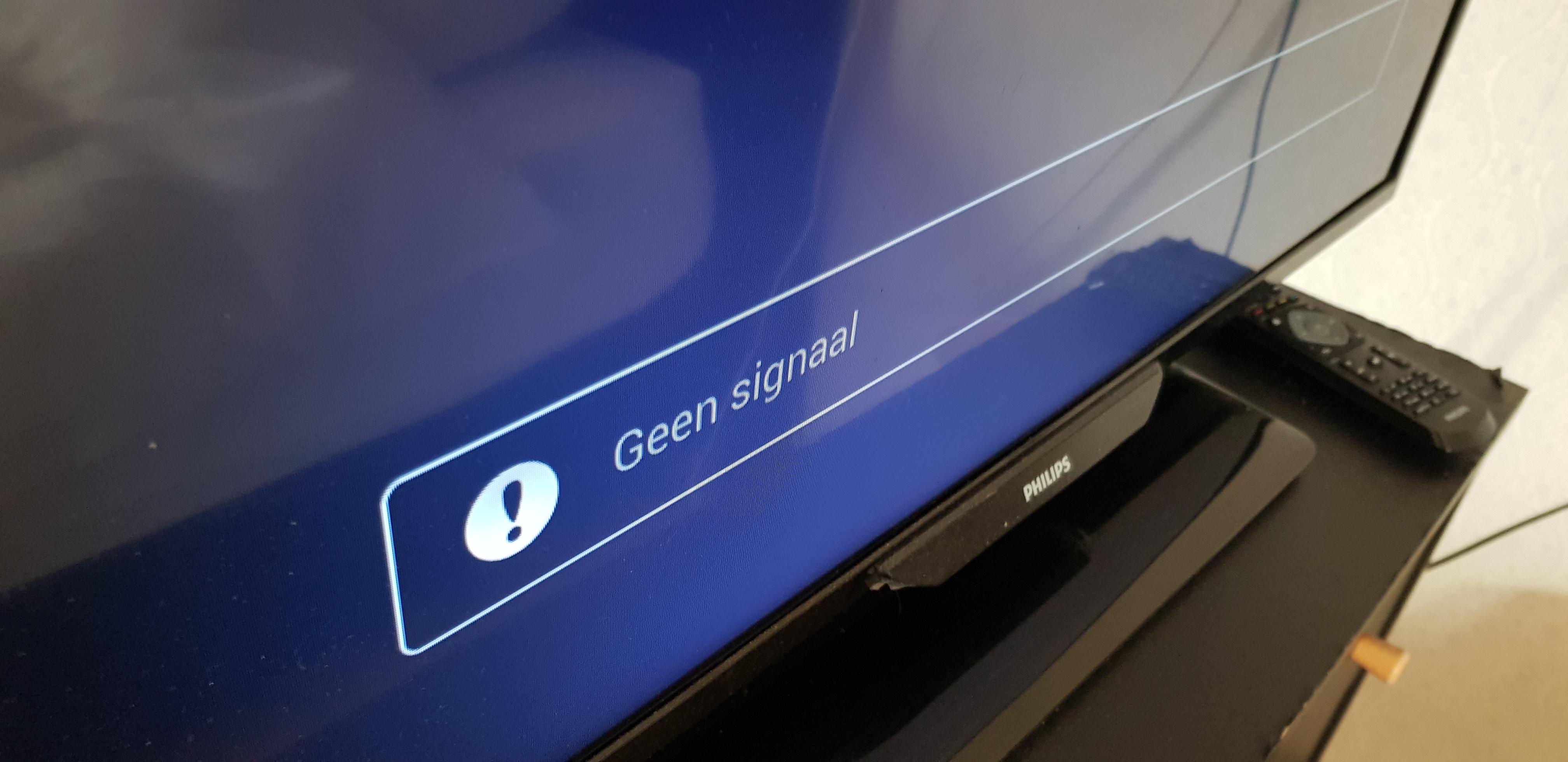 TV-verbinding via kabel op zwart